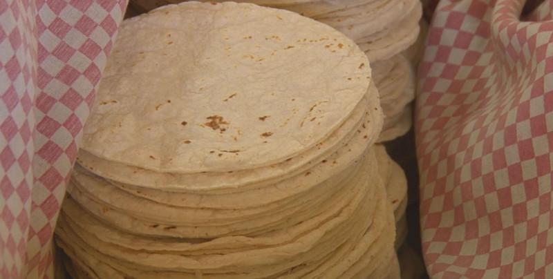 Pide AMLO que se mantenga el precio de la tortilla en México