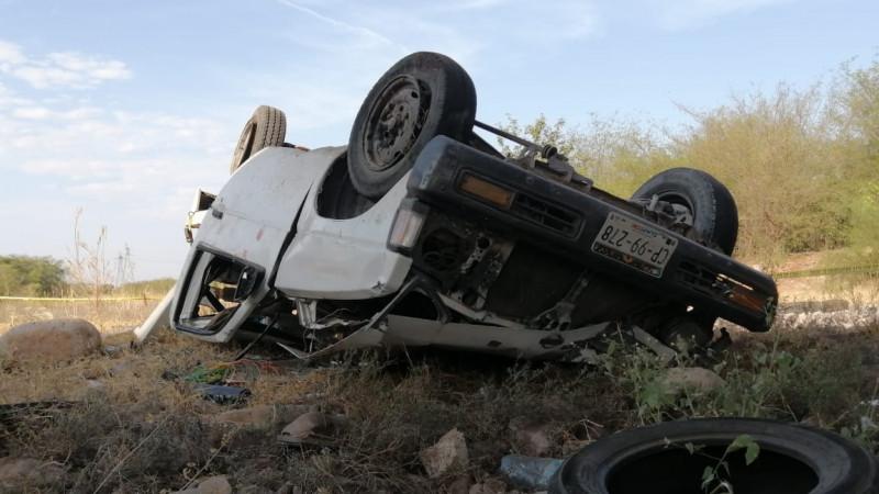 Vuelca camioneta y cae del puente en ejido Las Flores, un muerto y 2 lesionados