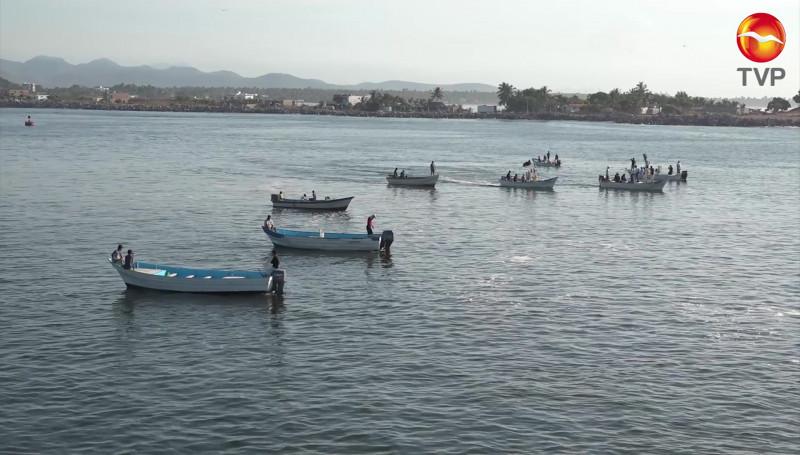 Pescadores rivereños cierran parcialmente el canal de navegación