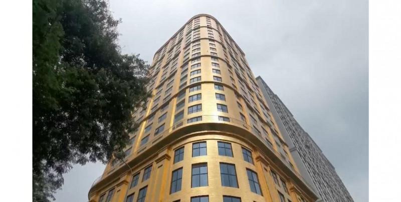 Esto cuesta hospedarse en el único hotel que su fachada e interiores están bañados en oro
