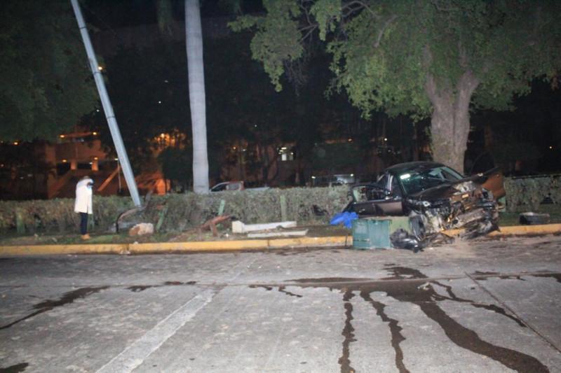 Un fallecido y dos heridas saldo de accidente frente a Palacio de Gobierno