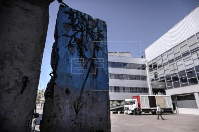 El gran fragmento argentino del Muro de Berlín
