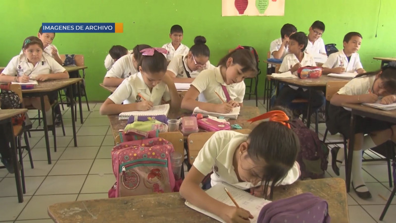 Para poder desarrollar un mejor nivel de inglés se debe capacitar a profesores