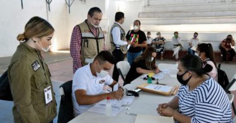 Piden padres de familia pagos de Beca de Didesol al municipio de Ahome