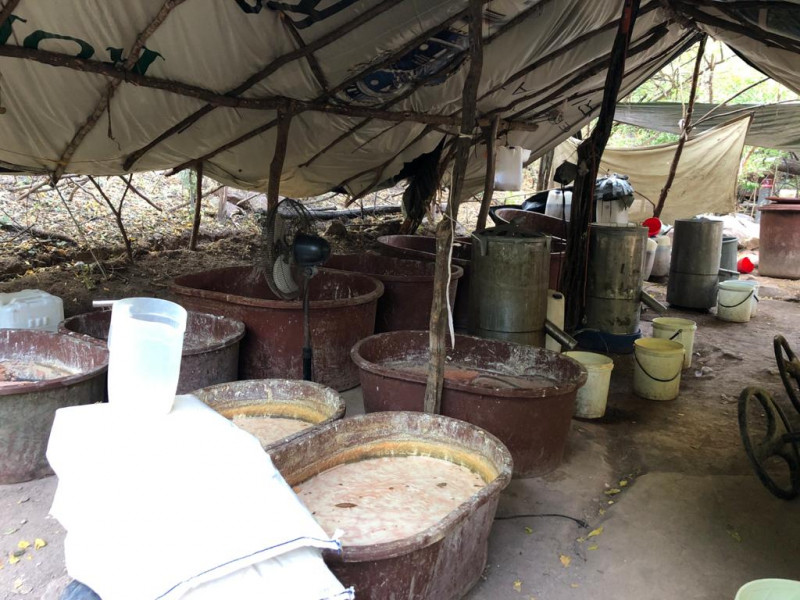 Un presunto laboratorio y puntos de almacenamiento de sustancias químicas son asegurados en Sanalona