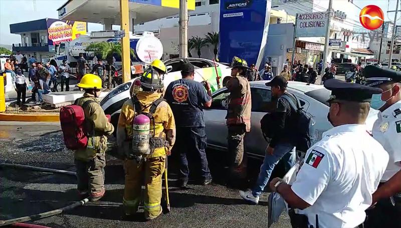 Fuerte accidente sobre crucero de la Avenida Ejército Mexicano
