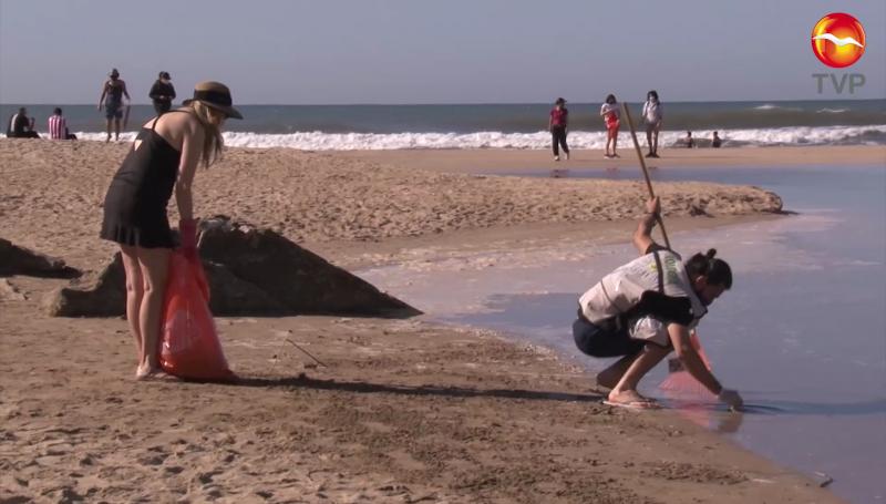 Piden a hoteles que limpien su playa