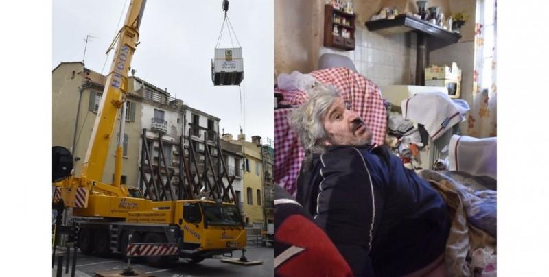 Requirieron 50 personas y una grúa de 60 metros para evacuar a un hombre de 300 kilos de su casa