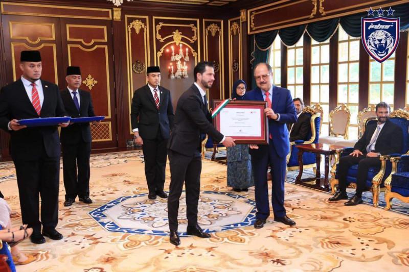 Benjamín Mora recibe el premio 'Mexicano Distinguido'