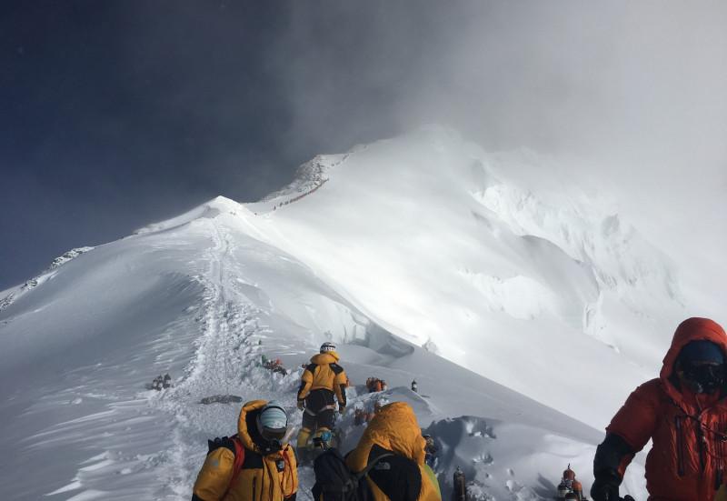 Los microplásticos escalan el Everest