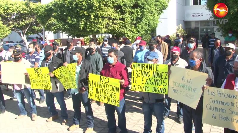 Protestan pescadores de Chametla en la Conapesca