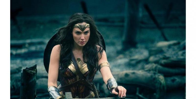 """""""Wonder Woman 1984"""" ya está en cines y es un gran espectáculo en términos de producción, acción y puesta de escena"""