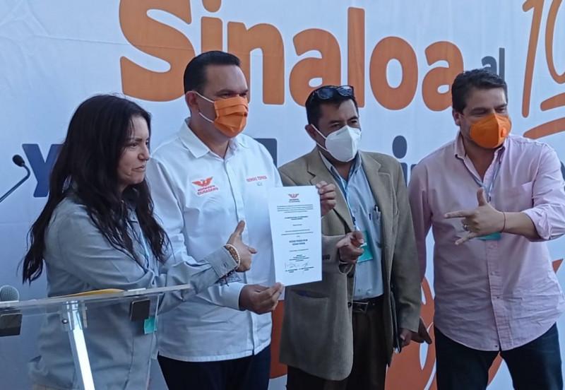 Sergio Torres recibe constancia como pre candidato a la gubernatura de Sinaloa