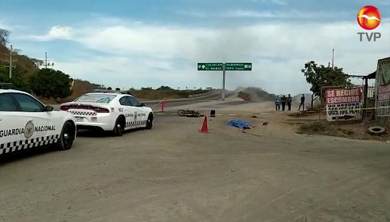 Camión de volteo embiste a motociclista y muere