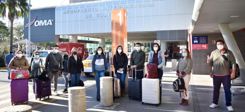 Profesionales de la salud de Sinaloa se trasladan a la CDMX apoyar