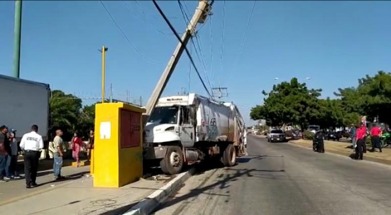 Se estampa recolector de basura en Mazatlán