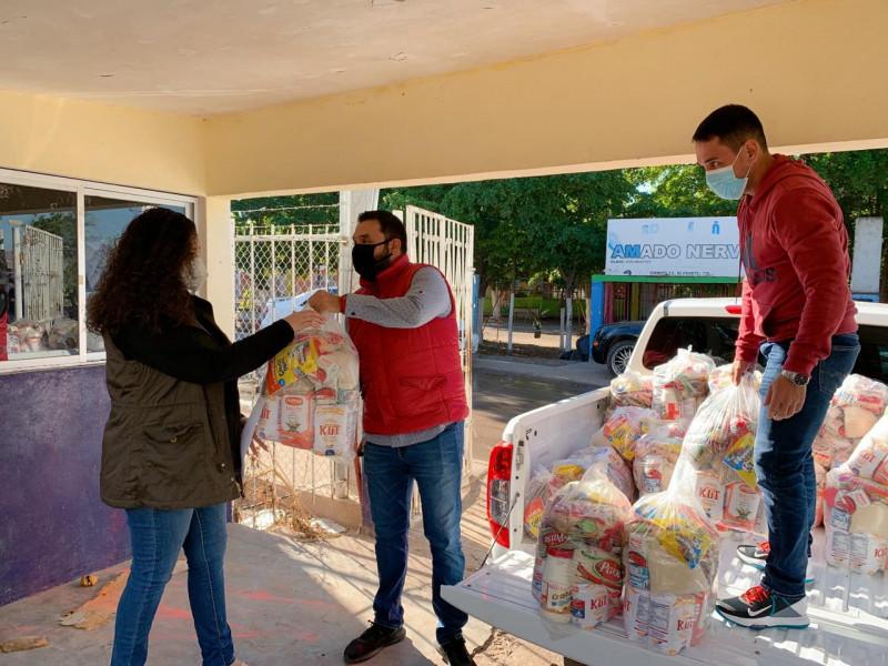 Reciben maestros del Campo 35 apoyo alimenticio por el Gobierno Municipal