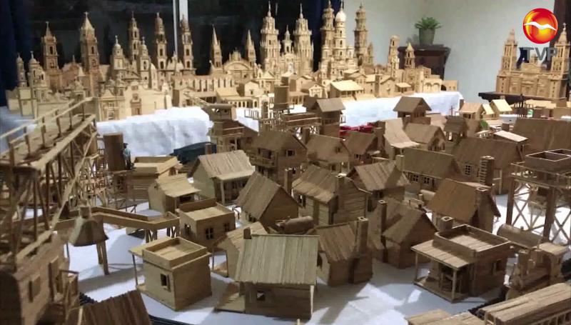 Con palillos de madera crea increíbles figuras