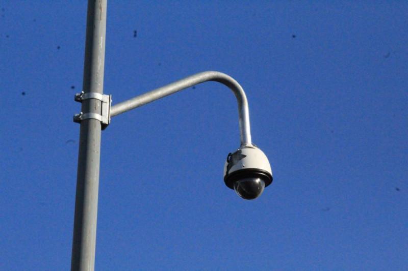 Disparan contra cámaras de video vigilancia
