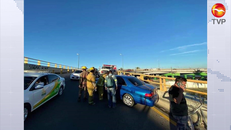 Escenifica puente vehicular dos accidentes en Mazatlán