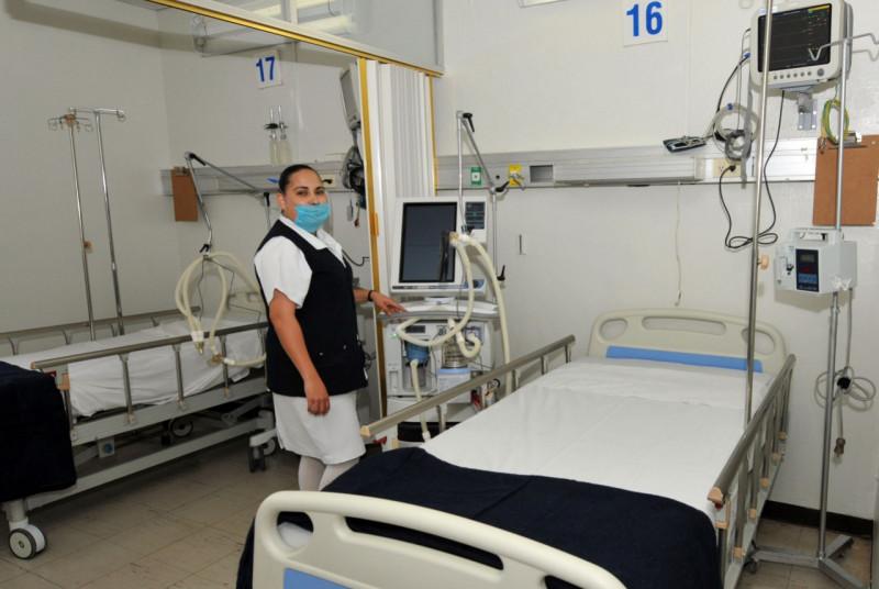 """""""Enfermeras y enfermeros ángeles para los seres humanos que requieren del servicio de la Salud""""; Efrén Encinas"""
