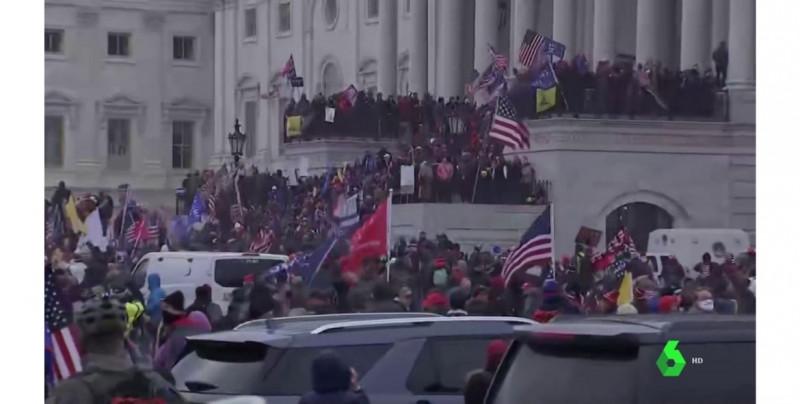 Miles de seguidores de Trump asaltan el Congreso de EE.UU., desatando el caos hasta los balazos