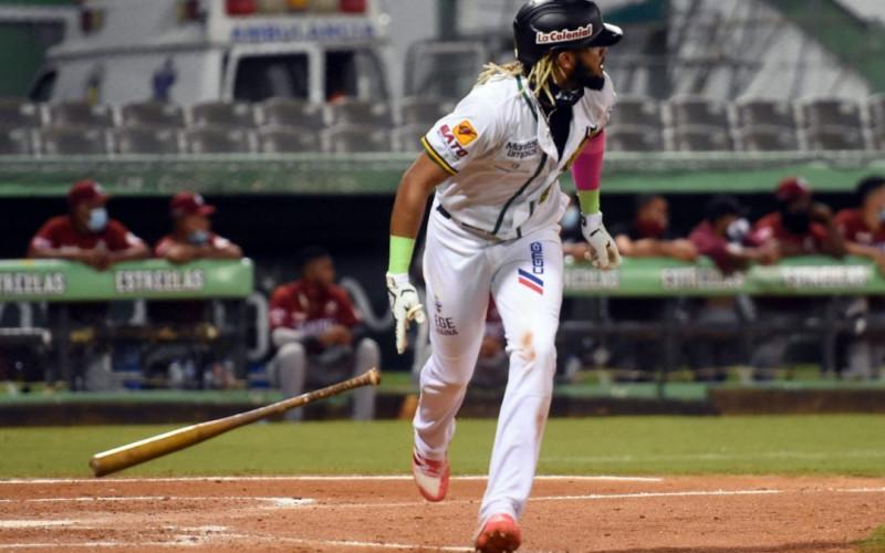 El bat de Tatis Jr y de Robinson Cano le dan el triunfo a las Estrellas Orientales