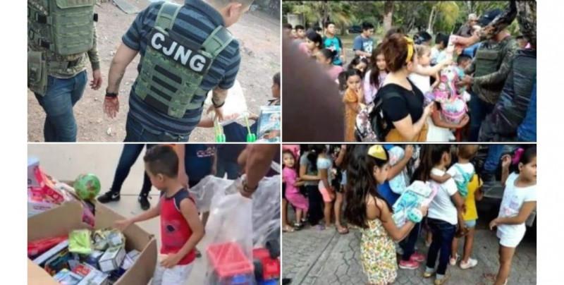 Polémica en redes por fotos de sicarios del CJNG dando regalos a niños en el Día de Reyes