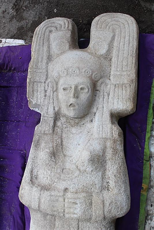 Descubierta en México una figura femenina prehispánica de dos metros de alto