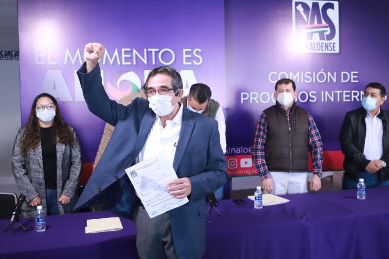 """Se registra """"Cuén"""" como candidato a la gubernatura por el PAS"""