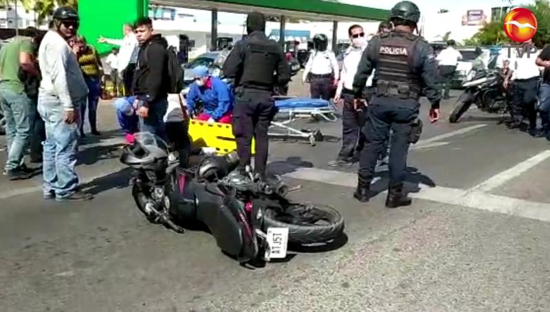 Joven resulta lesionada tras ser embestida por una motocicleta