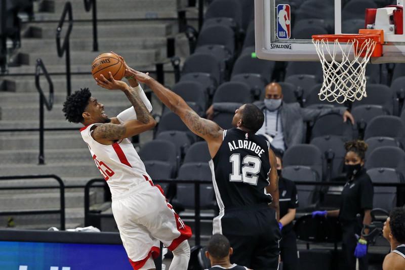 Los Rockets ganan sin James Harden