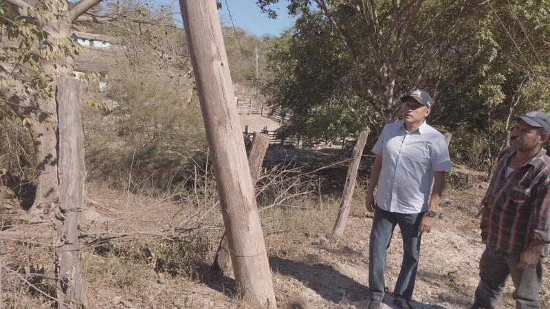 Solicita alcalde de Rosario reparación de poste de la CFE a punto de caerse