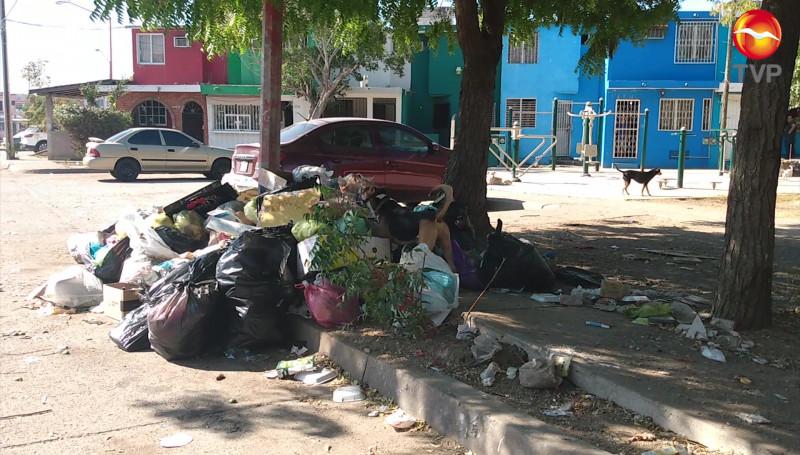 ¡Otra vez! Sin pasar el camión recolector de la basura en el Infonavit Alarcón