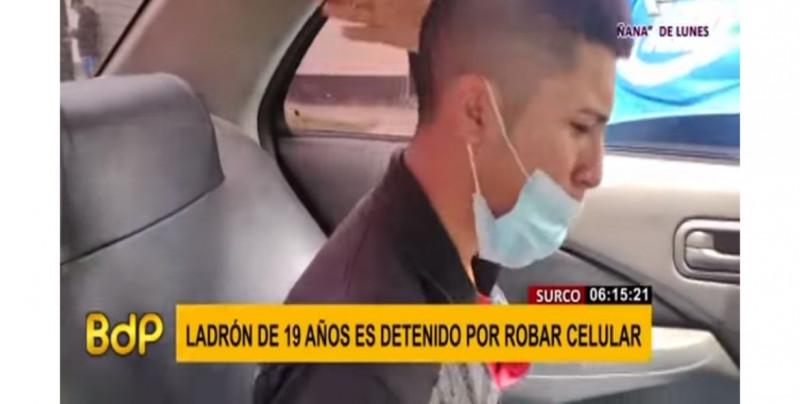 Joven de 19 años roba un celular a golpes y cuando lo atrapan llora por su madre (video)