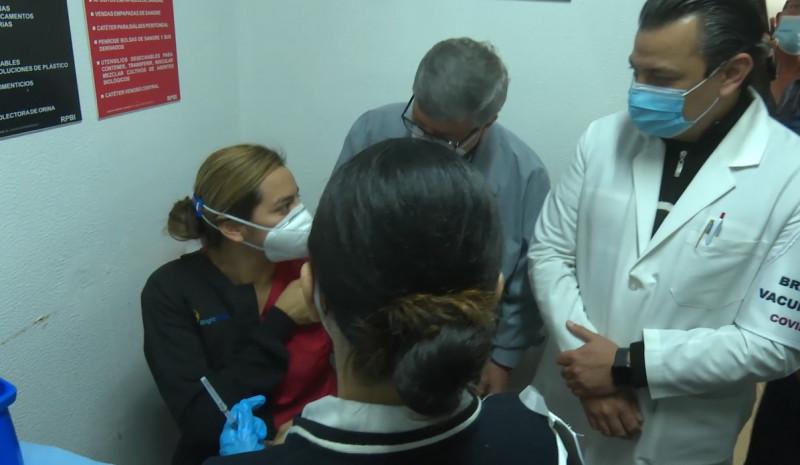 Viaja personal médico de Los Mochis para su vacunación