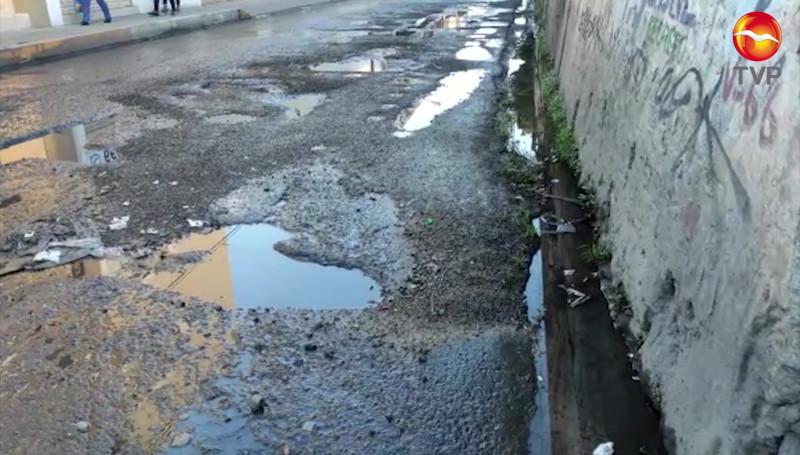 Proliferan baches en un tramo de la calle Teniente Azueta en Mazatlán