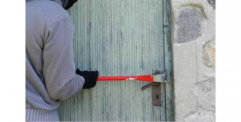 Ladrón quiso robar una casa y le cae una pared al retirar los bloques (imagen sensible)