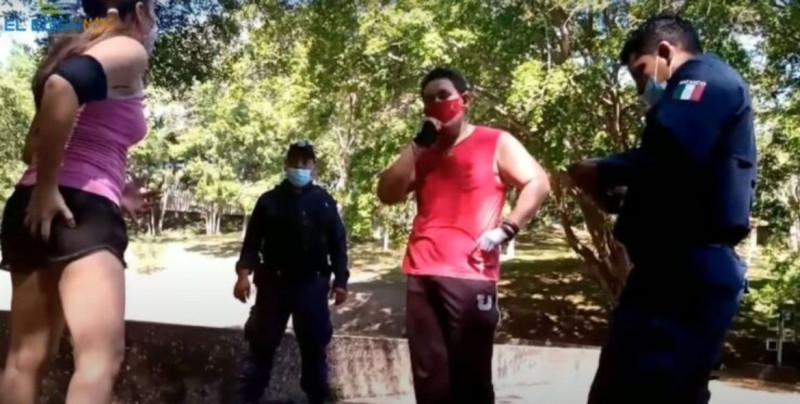 """""""A veces uno tiene impulsos"""": dice acosador tras manosear a mujer y ser atrapado por la policía (video)"""