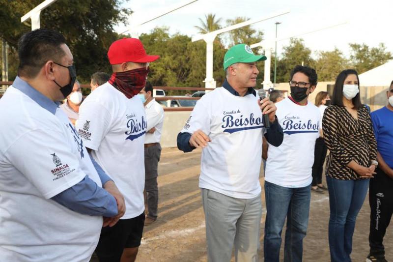 Gobernador Quirino Ordaz inaugura escuela de beisbol en La Higuerita
