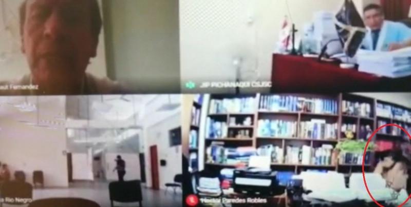 Abogado olvida apagar su cámara y es grabado teniendo relaciones sexuales en plena audiencia virtual