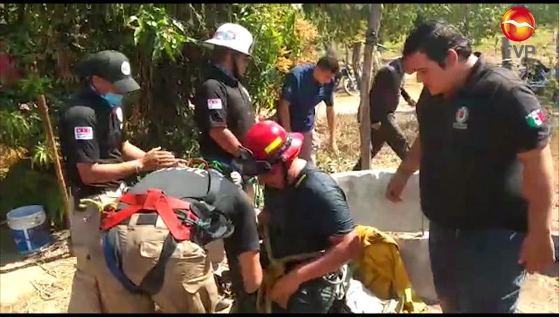 Rescatan a hombre que cayó a pozo de agua en Escuinapa