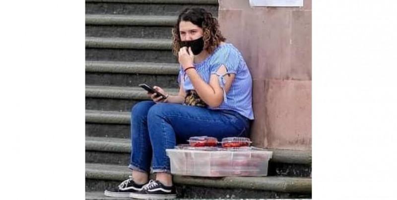 Anna vende gomitas para poder pagar su viaje a EE.UU. y estudiar en la NASA