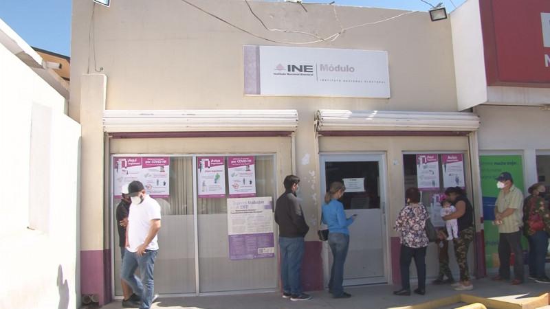 Usuarios tramitan credencial para votar