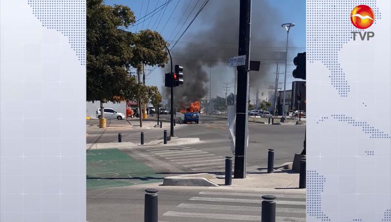 Se incendia vehículo en la Avenida Rafael Buelna