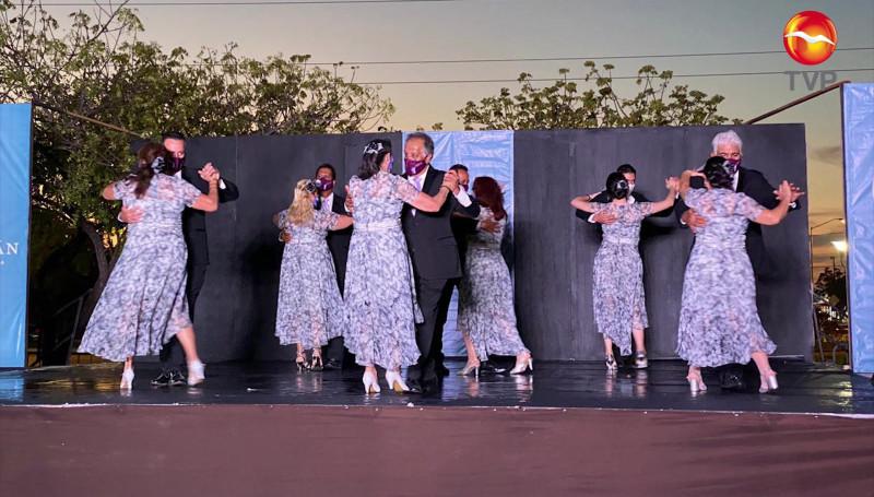 Se vive tarde dancística en el Parque Lineal en Mazatlán
