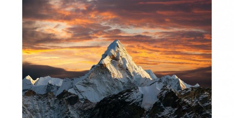Nepal le retira Certificados de Escalada del Everest a tres personas que presentaron fotos editadas como evidencia