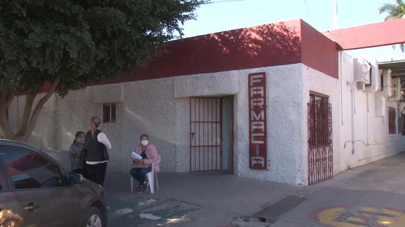 Las de Caín viven adultos mayores afuera de la farmacia de ISSSTESON