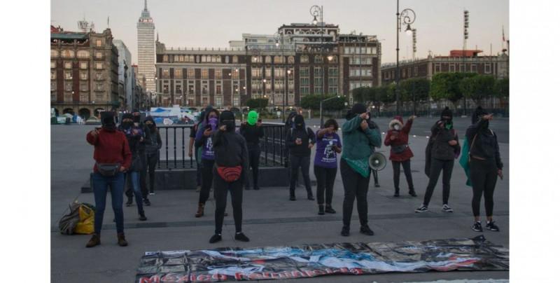 """Feministas cantan """"Un violador en tu camino"""" para frenar a candidato a gobernador de Guerrero"""