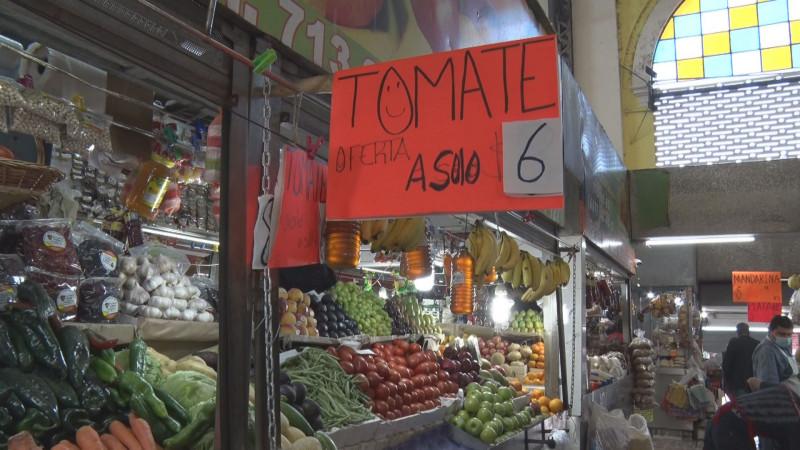 Baja el precio del frijol y el tomate